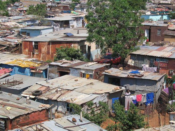 800px-Soweto_township